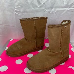 73be4feff09 EMU Suede Brown Wool Lined Boots Girls Size 4Y